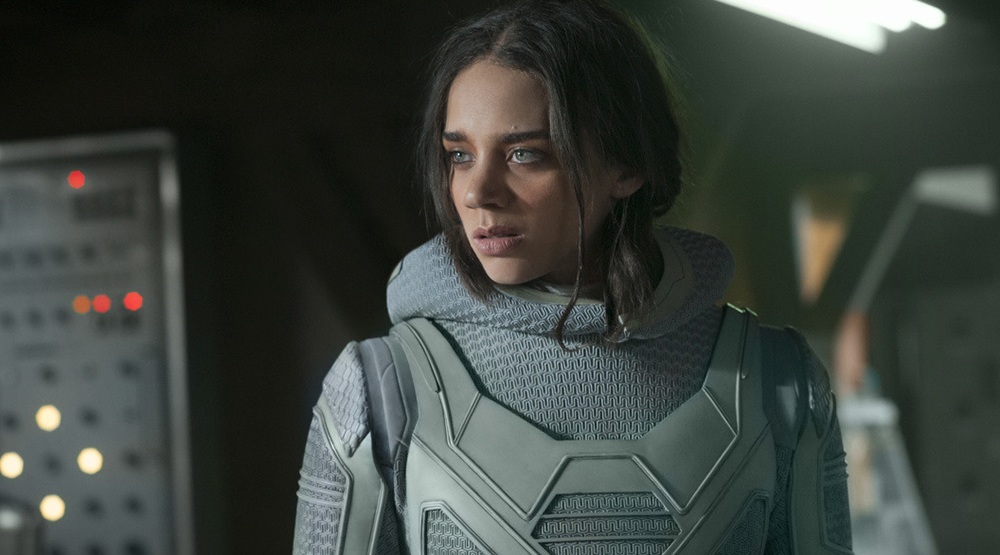 Ханна Джон-Кеймен в роли Призрака, кадр из фильма «Человек-муравей и Оса»