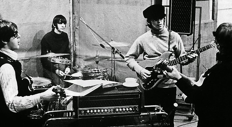 Группа The Beatles в студии, 1966 год
