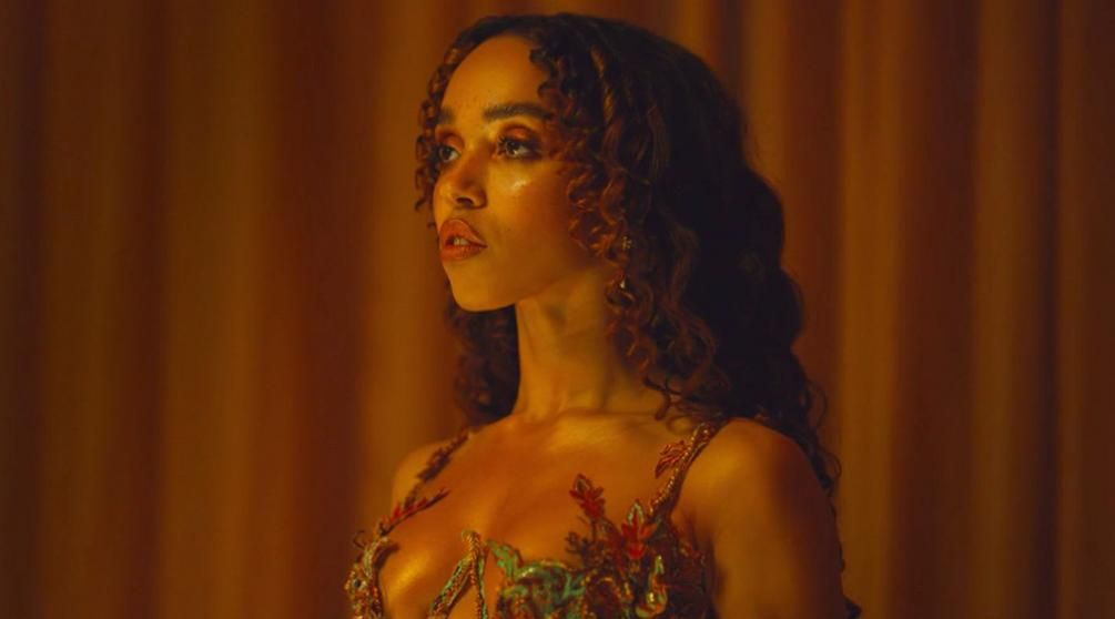 Кадр из клипа FKA Twigs «Cellophane»