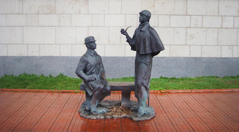 Памятник на Смоленской набережной в Москве/ Фото: vm.ru
