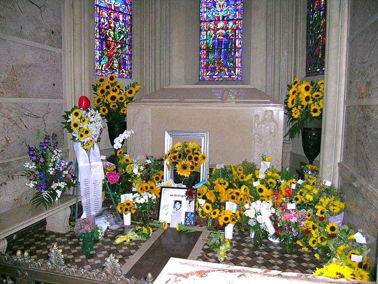 Закрытый для посещений мавзолей с гробницей Майкла Джексона.