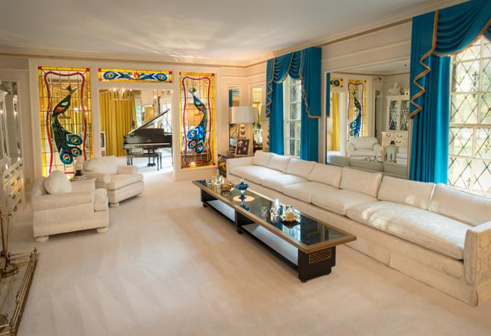 Роскошный интерьер «Грейсленда». Фото: Graceland.com
