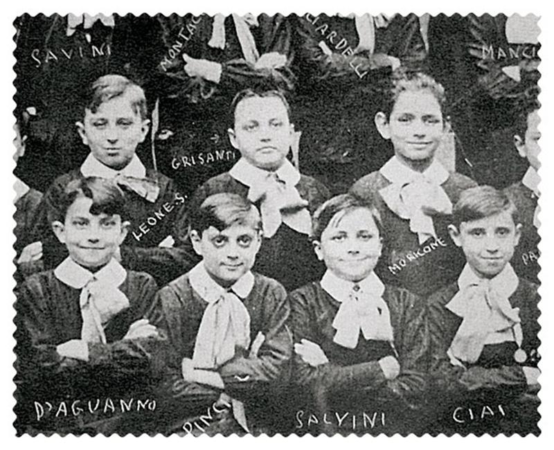 Эннио Морриконе во время учебы в школе (справа вверху). Крайний слева (тоже вверху) - Серджио Леоне